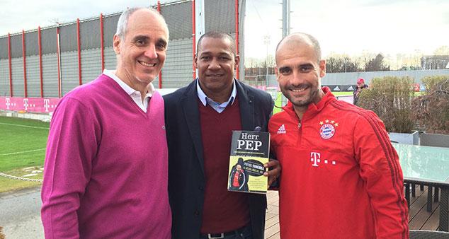Noel Sanvicente junto a Martí Perarnau y Pep Guardiola.
